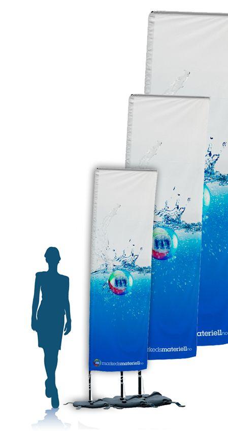 """Med square beachflagg er det lett og markedsføre seg på events, og andre arragementer. Flaggene er godt synlige fra alle kanter da de beveger seg etter vinden. De er raske å montere/ demontere, og kan brukes på """"alle"""" typer underlag."""