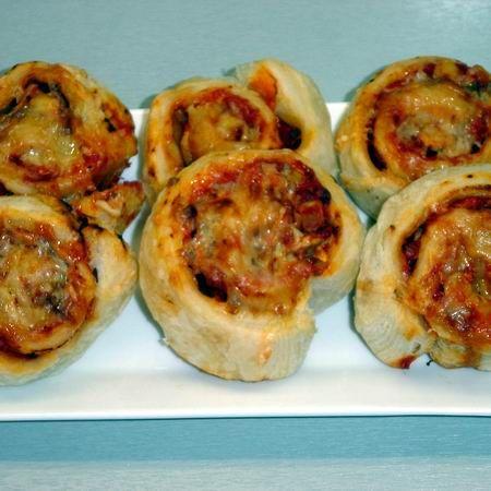 Egyszerű pizzás csiga leveles tésztából Recept képekkel -   Mindmegette.hu - Receptek