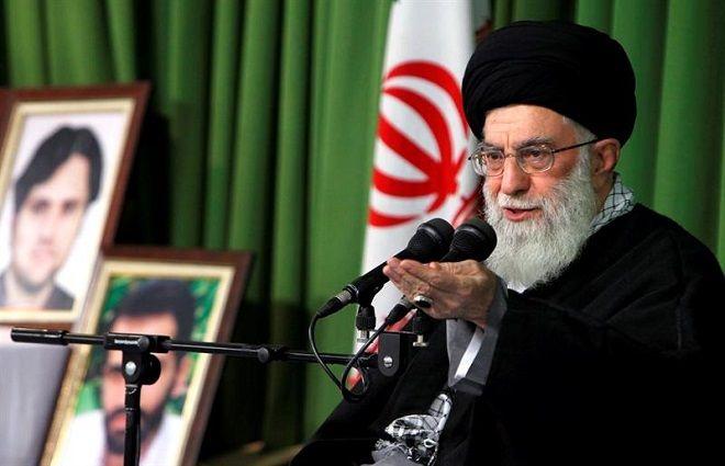 Opera Mundi - Aiatolá Ali Khamenei comemora fim de sanções sobre o Irã, mas pede desconfiança com os EUA