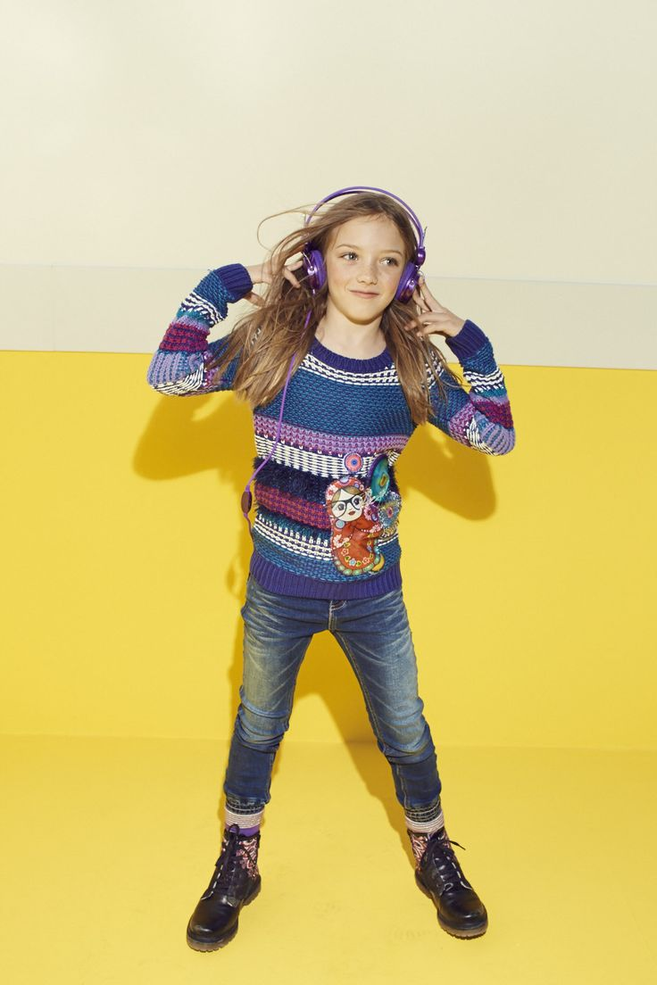 At Desigual, we like our children's clothes to reflect their own individual personalities, and this knitted sweater is no different! It's cozy, comfortable and the doll print makes it super pretty too!
