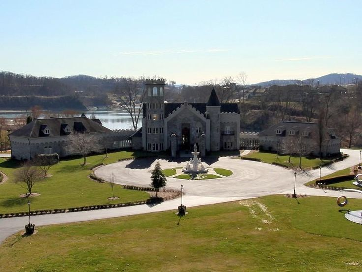 Astonishing Crantzdorf Castle in Johnson City, Tennessee, United States
