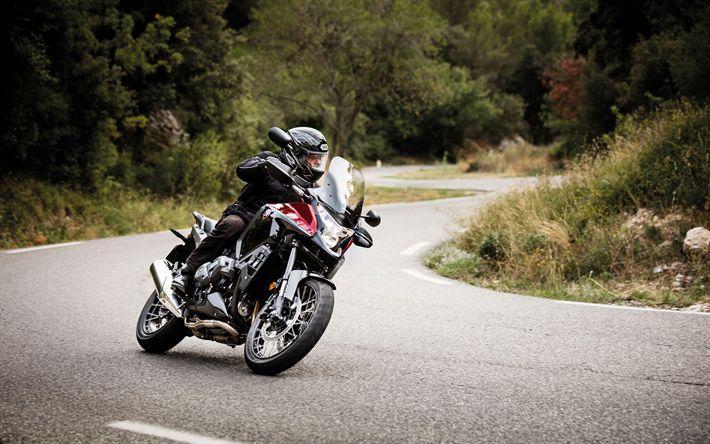 Descargar fondos de pantalla Honda VFR1200X Crosstourer, 4k, en 2017, motos, ciclistas, road, Honda