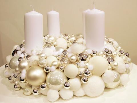 Für Bastler: Adventskranz aus Kugeln - White wreath