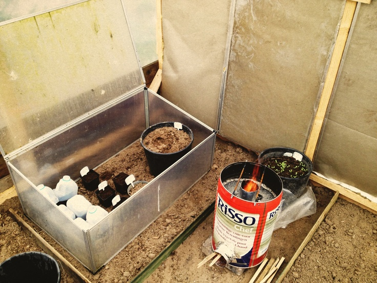 Get the heat going inside the (ventilated) greenhouse wit a diy rocketstove.