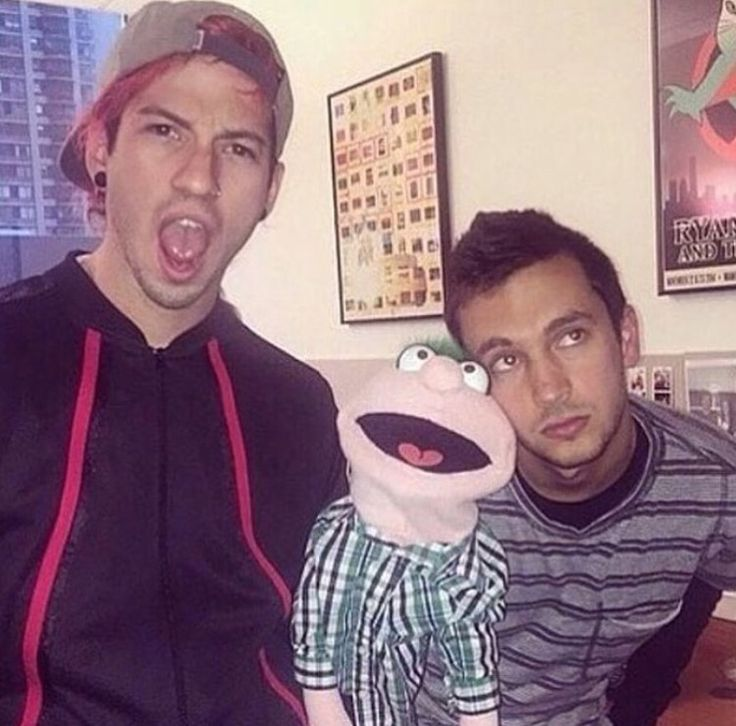 Why do two of my favorite people have to be so close to something I hate, puppets are just no!