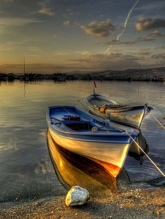 I love the way the warm glow of the fading light plays with the reflections of the water on the side of the boat
