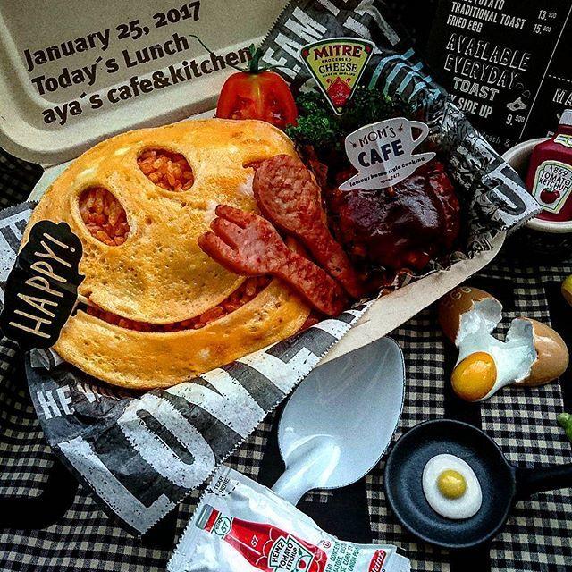こんにちは! 本日のワタシ弁当 ☻スマイル君オムライス弁当☻ 前回ちょっと好評だったので、再度スマイル君オムライス☺ に挑戦! 今回は@jyarica リカちゃんが作るカッコいい お弁当の可愛いフォークとスプーンを真似っこさせてもらいました♪フォークとスプーンはギョニソ(魚肉ソーセージ)です 実は昨日、真似っこしたけど失敗しちゃったのでリベンジ(ง •̀ω•́)ง✧ あとは、ミニハンバーグとブロッコリーです♪  #ワタシ弁当 #お弁当 #おべんとう #オベンタグラム #本日のおべんとう #オムライス #スマイル #スマイル君オムライス #のっけ弁 #日本が元気になるご飯 #おうちごはん #おうち食堂 #おうちカフェ #カフェ風 #カフェ弁当 #使い捨て容器 #ハインツ #ランチ #ランチタイム #ランチボックス #クッキングラムアンバサダー #クッキングラム #お弁当作り楽しもう部 #lunch #delistagrammer #smile #お弁当記録 #男前弁当 #手作り弁当 #cookingram