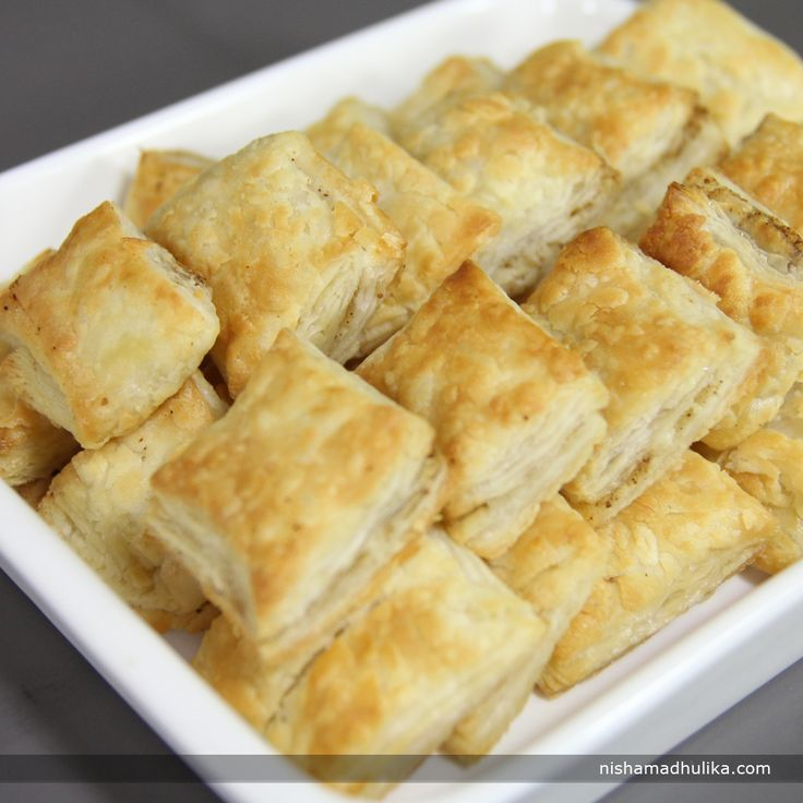 Puff pastry biscuits are prepared with pastry sheets. You can make a filling of chaat masala to make spicy puff pastry biscuits. Recipe in English - http://indiangoodfood.com/1655-puff-pastry-biscuits-recipe.html (copy and paste link into your browser) Recipe in Hindi - http://nishamadhulika.com/baking/homemade-puff-pastry-recipe.html  (copy and paste link into your browser)