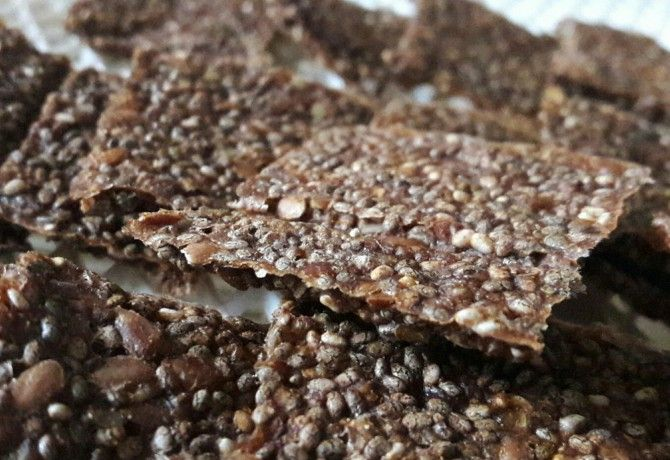 Gluténmentes, nyers, vegán chiás-almás keksz