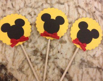 12 Mickey Mouse Cupcake Topper con pajarita roja por CynPaperie