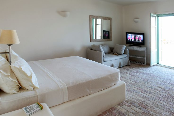 Double bedroom with access to outdoor area