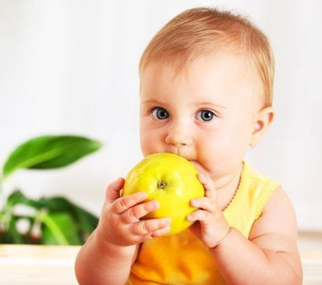 ¿Sabes cual es la diferencia entre los bebés alimentados con comida casera y los que recibieron comidas enlatadas?  Los que son alimentados con comida casera son más propensos a comer frutas y verduras cuando son mayores.