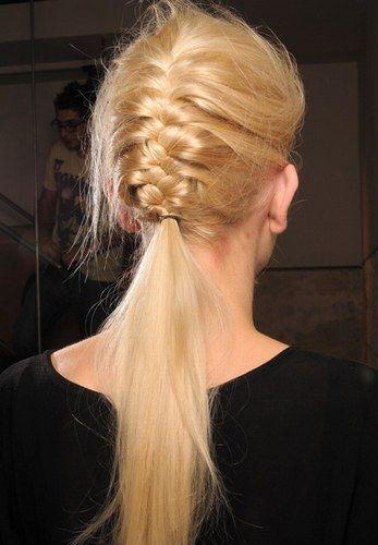 De romántica a rockera: peinados con trenzas para pelo largo