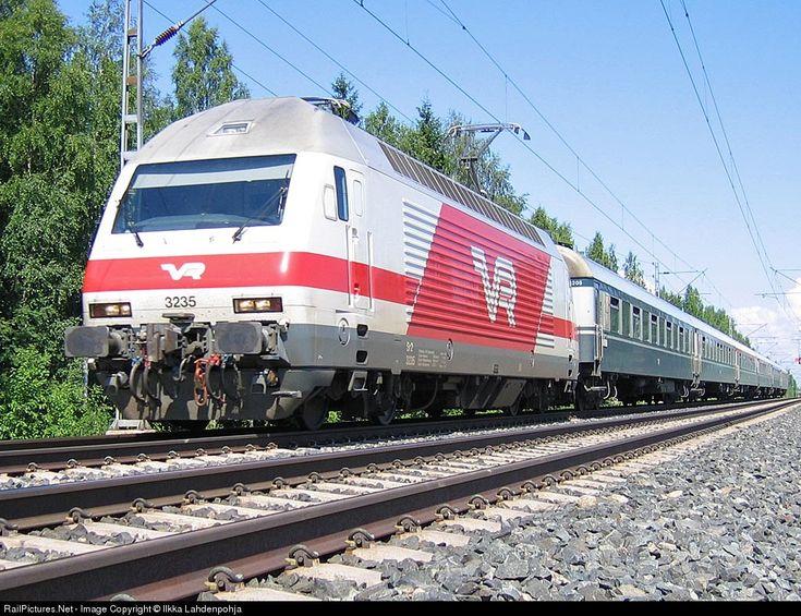 RailPictures.Net Photo: 3235 Finnish Railways Sr2 at Lempäälä, Finland by Ilkka Lahdenpohja