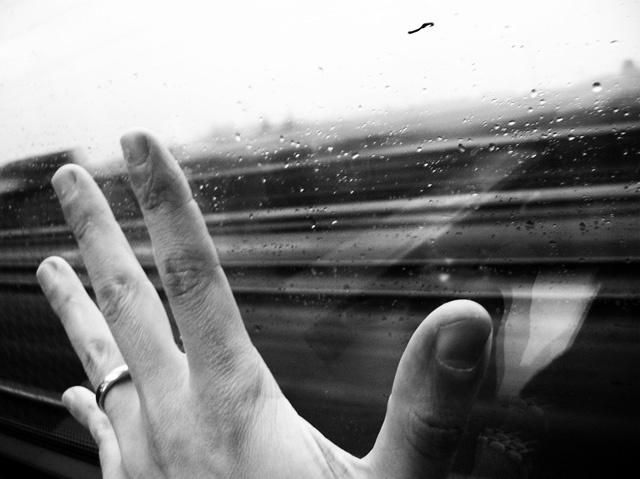 Tempo ti sfugge dietro un vetro