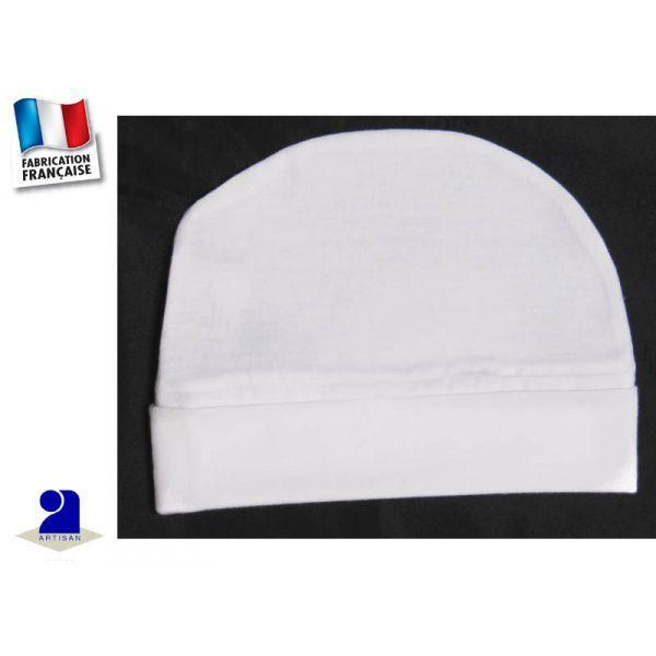 Bonnet bébé blanc, coton  par Poussin Bleu  du naissance au 2 ans     Bonnet de baptême blanc en coton       Très léger, ce bonnet complète la tenue de bébé     Bonnet:    forme ronde, avec revers  Idéal pour son baptême      Coloris: blanc     Tissu: coton léger