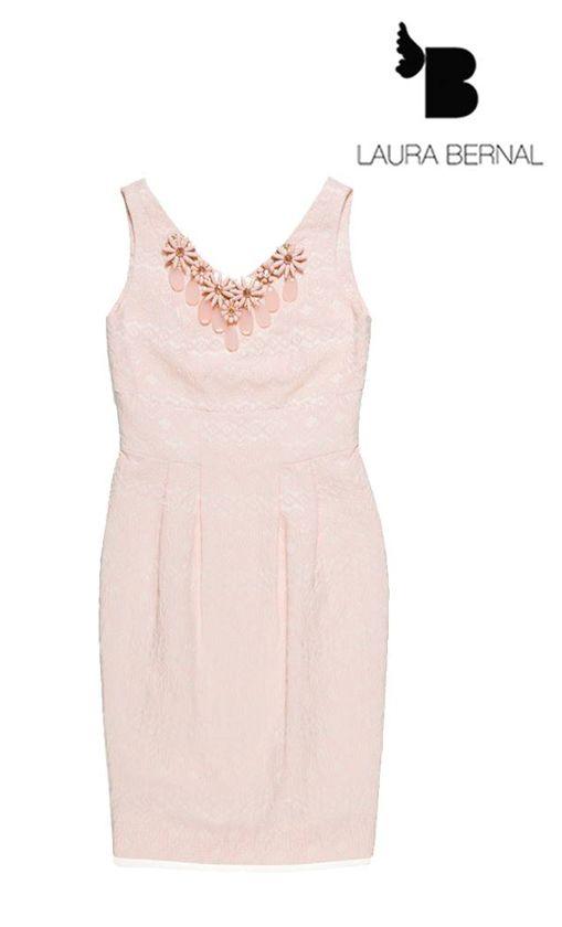 Laura Bernal vestido rosa tirantes