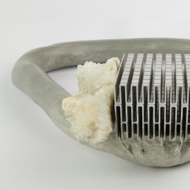 Moniek Schrijer - Sleep With The Fishes (Concrete Necklace)