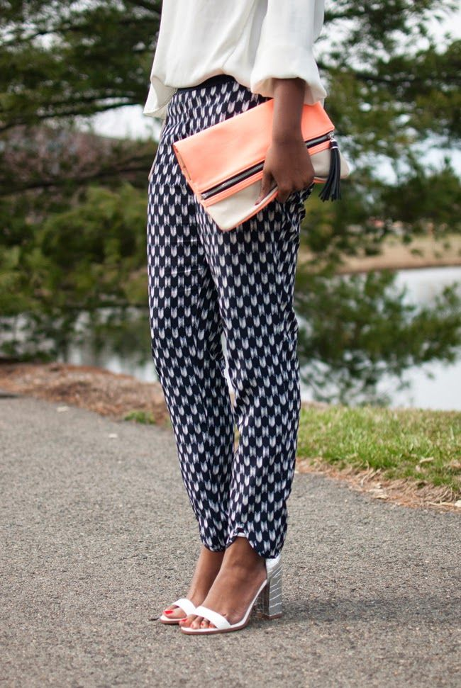 How to wear printed pants: Tuck in your blouse and have fun with your accessories // May 2014 #goldentote
