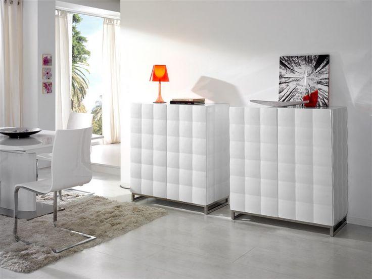 Si te apasiona romper moldes, atrévete con nuestra colección de aparadores con acabado acolchado. Blancos y sugerentes, aportan estética y funcionalidad a cualquier espacio. #DugarHome #decoración #diseño #interiores #interiorismo