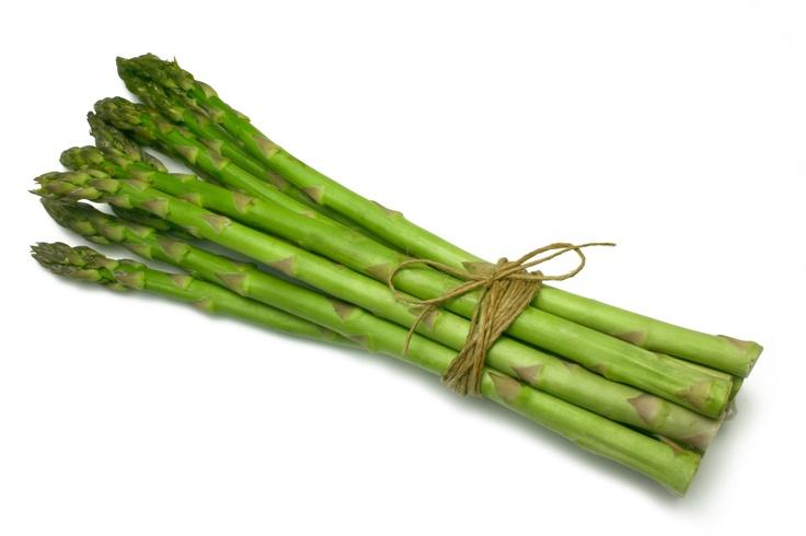 Auch spannend: Was unterscheidet eigentlich den grünen Spargel vom Weißen? Was Sie über grünen Spargel wissen sollten - in der EAT SMARTER Warenkunde. (Für Link aufs Bild klicken)