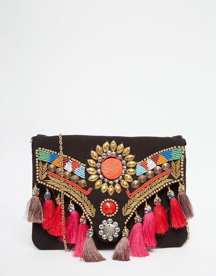 Imagen 1 de Bolso clutch con solapa y detalle de borlas y cuentas de Glamorous