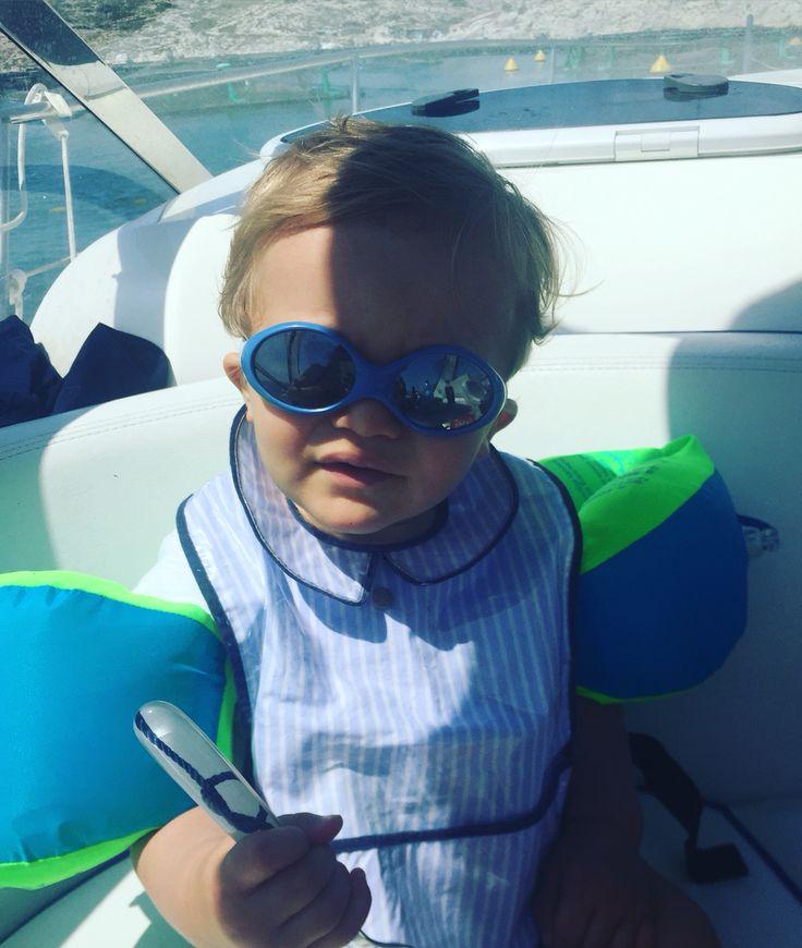 ⛵️ Time Out ⛵️ P'tit Loup, le marin 🐠  Chez nous, il fait beau, chaud et on vogue sur les flots ... Et vous ?  www.ptitloupetcie.com #weekend #saturday #boat #bateau #dejeuner #soleil #mer #repas #ptitloupetcie #ptitloup #bavoir #lespascalettes #sun #happyweekend #marseille #eshop #soldes