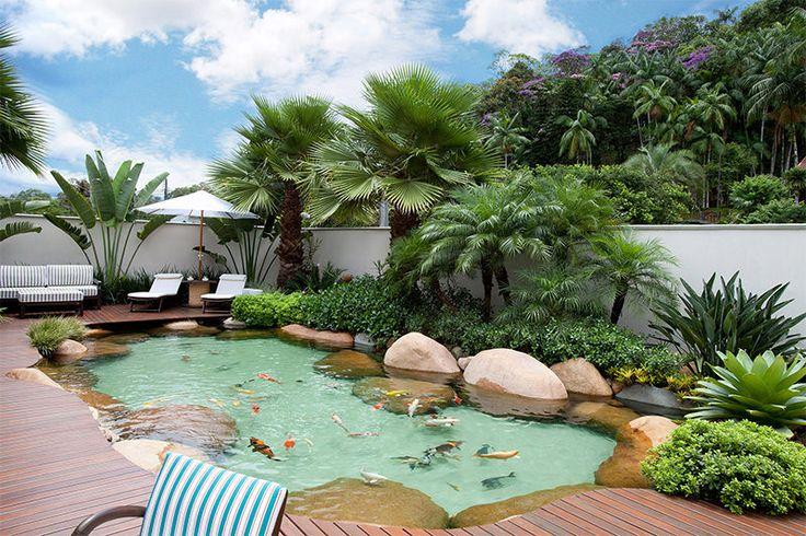 Você conhece as piscinas naturais? Esta tendência nos projetos de arquitetura são aquelas piscinas que parecem lagos naturais no jardim, mas que você pode