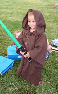 Jedi robe with link to pattern & tutorial (will have to have gramma make this in a couple years).
