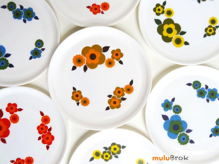 Vaisselle Vintage . Assiette arcopal modèle LOTUS sur www.muluBrok.fr Vintage