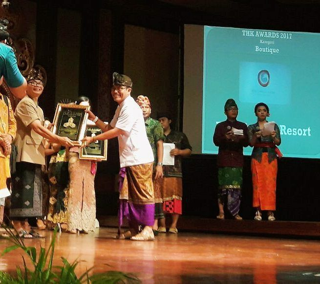 """Finally we proudly to announce for the second time to be the gold medal winner of """"Tri Hita Karana Awards 2017""""  .. Tri Hita Karanais a traditional philosophy for life on the island ofBali. The literal translation is roughly the """"three causes of well-being"""" or """"three reasons for prosperity"""". .. #thkawards2017 #harmonywithgod #harmonywithnature #harmonyamongpeoples  #Awards #winner #gold #medal #Balinese #philosophy #バリ #巴厘岛 #Бали #발리 #우붓 #Убуд #乌布 #ウブド #puriganggaresort…"""
