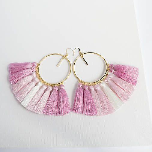 Zlaté náušnice s ružovými a bielymi strapcami