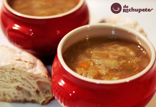 El caldo gallego, un plato de cuchara gallego, ideal para los otoños e inviernos crudos que rigen por Galicia, unos de los clásicos en nuestra gastronomia española y gallega. Preparación paso a paso, truquis y foto.