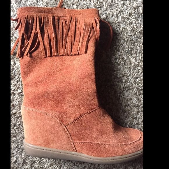 Sketchers Boots Light brown suede Sketchers boots. Worn once. Women's 8 1/2. Small amount of fringe missing on the inside of the right boot. Sell or possible trade. Skechers Shoes Winter & Rain Boots