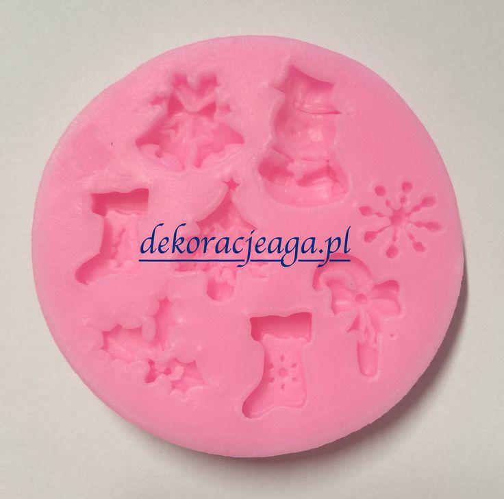 Forma silikonowa do ozdób z masy cukrowej   Forma wykonana z wysokiej jakości silikonu   w słodkim różowym kolorze   umieszczono na niej różne wzorki świąteczne   idealna do odbijania wzorków na masie cukrowejśrednica foremki 6,5 cm   Zapakowana w oryginalne opakowanie