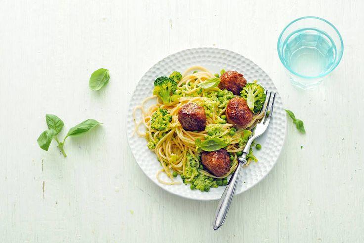 Als je de helft van de groenten tot een saus pureert, krijgen de kinderen extra veel binnen! - recept - Allerhande