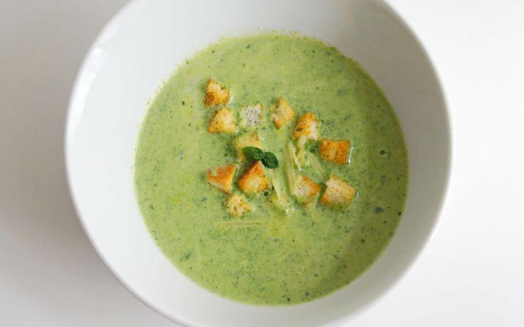 Romige Basilicum Spinazie Soep is heerlijk van smaak en eenvoudig te bereiden. Echt een aanrader wanneer je een keer niet zo veel tijd hebt.