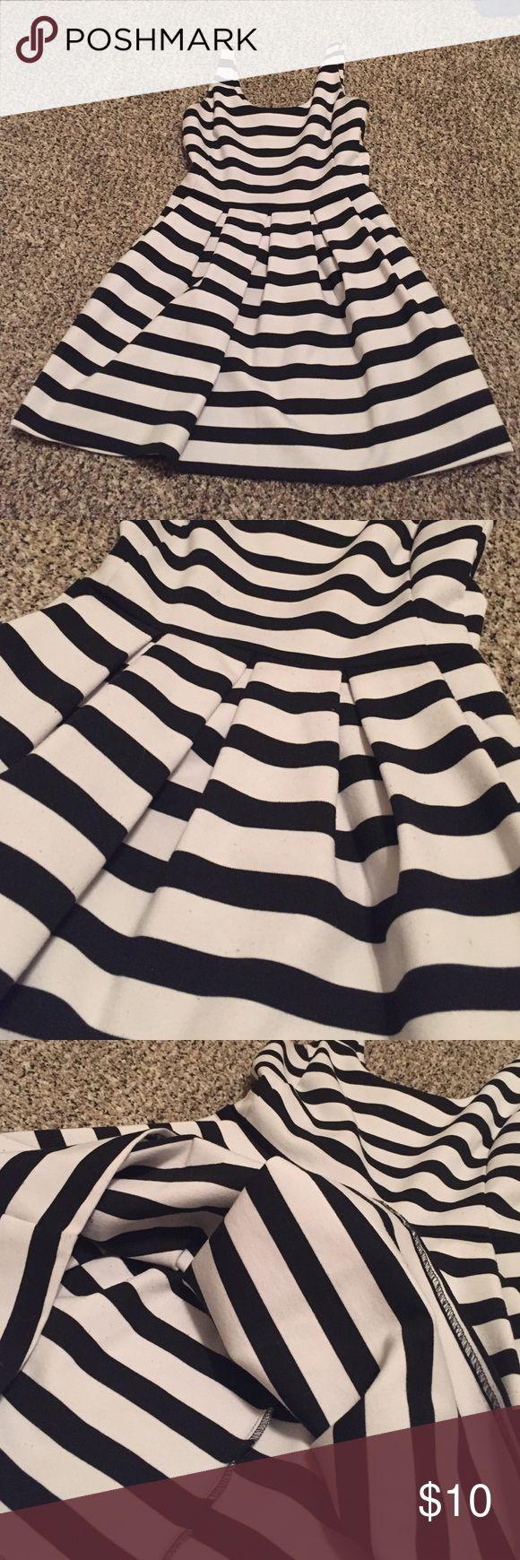 Aeropostale Bethany Mota Dress Bethany Mota for Aeropostale sundress. Black and white stripe zipper back. Size S. Has some piling. Between a mini and midi depending on height Bethany Mota Dresses Mini