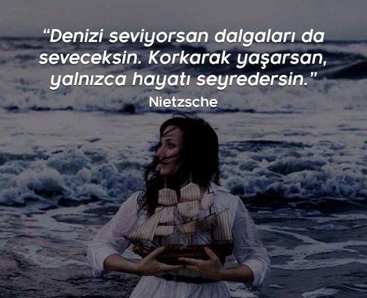 Denizleri seviyorsan, dalgaları da seveceksin. Korkarak yaşarsan, yalnızca hayatı seyredersin. #anlamlısözler #özlüsözler #nietzsche