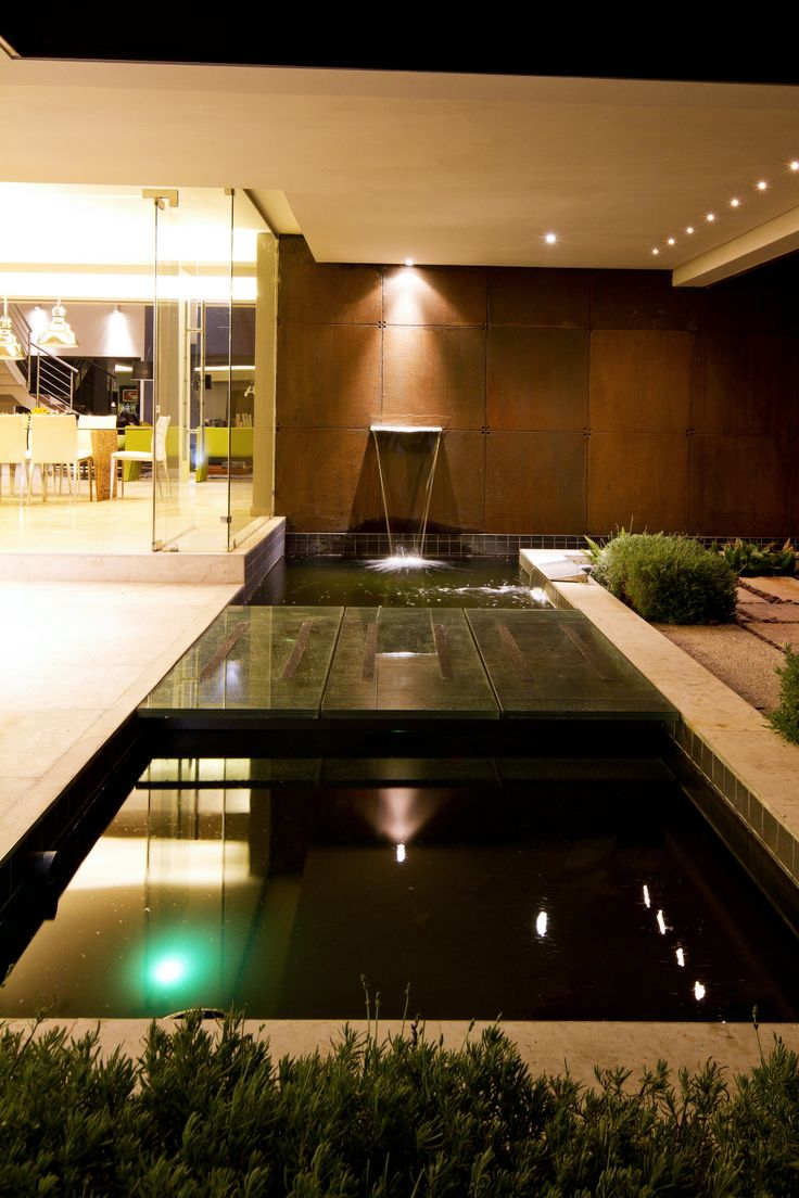 Water feature at the entrance of House The  |  Nico van der Meulen Architects