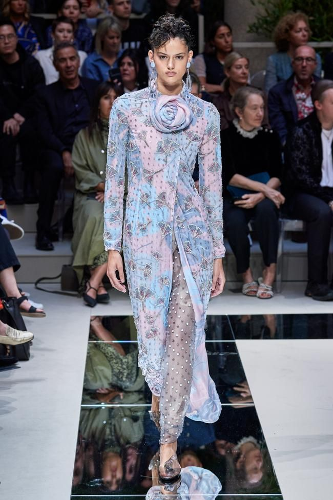 Giorgio Armani Ready To Wear Spring Summer 2020 In 2020 Womens Fashion Spring Summer Fashion Italian Fashion Designers