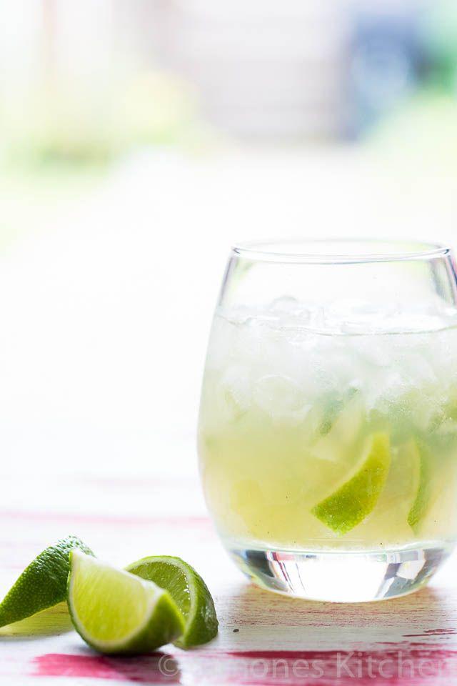 Caipirinha is een van oorsprong Braziliaans cocktail wat heerlijk is op een zomerse dag maar natuurlijk ook leuk voor een andere feestelijke gelegenheid.