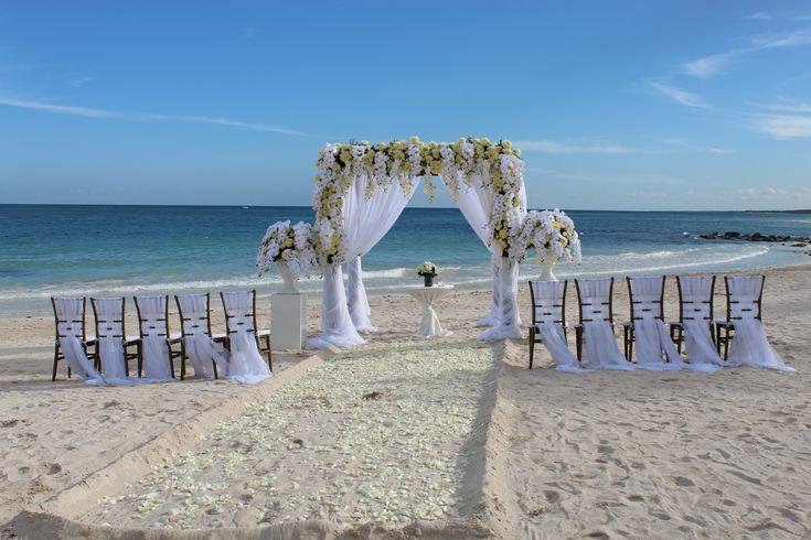 Beautiful, elegant beach wedding here at Dreams Tulum Resort & Spa! #BeachWedding #DestinationWedding #TulumWedding #DreamsWedding