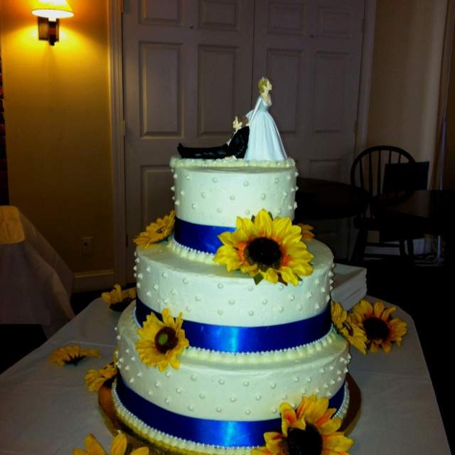 Sunflower Wedding Cake Ideas: 24 Best Images About Sunflower Wedding Theme On Pinterest