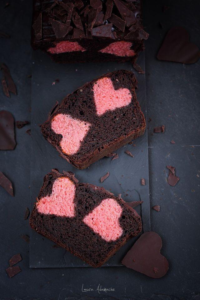 Chec Valentine's Day cu inimioare roz si ciocolata. Reteta chec pufos pentru ziua indragostitilor sau dragobete. Mod de preparare chec cu inimi roz de aluat.