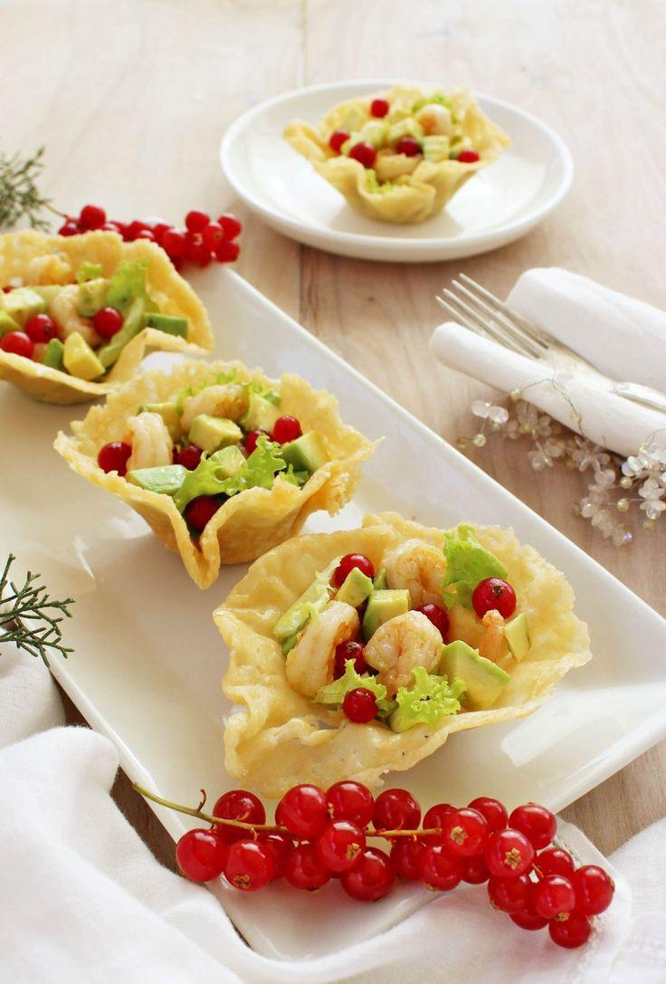 cestini-di-parmigiano-con-gamberi-e-avocado-v