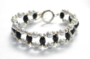 Make a DIY Beaded Bracelet with Easy Beading Patterns �C Pandahall by wanting