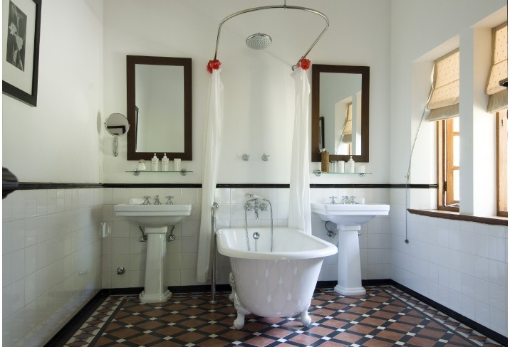 Victorian Styled Bathroom, not crazy about the layout but the floor and tub are great