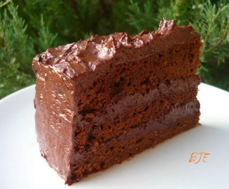 Eddig csak születésnapok sztárja volt nálunk ez a csokoládétorta, de úgy döntöttem idén ez lesz a karácsonyi desszert. Mivel kedden fogom e...