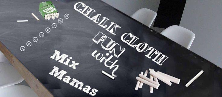 Dit is pas leuk: Schoolbord tafelzeil waar je echt op kunt krijten! Zo zijn dineetjes voor kinderen nooit meer saai. Eenvoudig te wissen met een vochtige doek.  Krijzeil combineert de creativiteit van een schoolbord met het gemak van tafelzeil. Dit zwarte schoolbordzeil leent zich perfect voor schoolprojecten, tafelkleden, placemats,naamlabels, posters, wandbekleding. Crea Bea's kunnen het ook verwerken in een tas, slab of schort.  Wat is jouw menu del día? Heb je je vergist? dan veeg je…